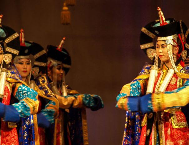 Mongolei_Ulaanbaatar_Theater_Taenzerinen