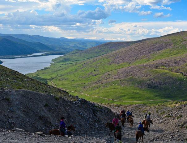 Mongolei_Reiten_Berg_See